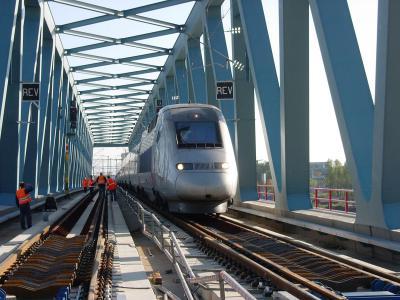 Erster TGV auf der Neuen Rheinbrücke Kehl © DB AG / Urheber: Detlef Brettschneider